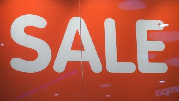 Wortverkauf in weißer Farbe auf rotem Hintergrund