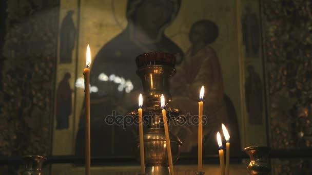 Icona della madre di Dio nel tempio. Close-up