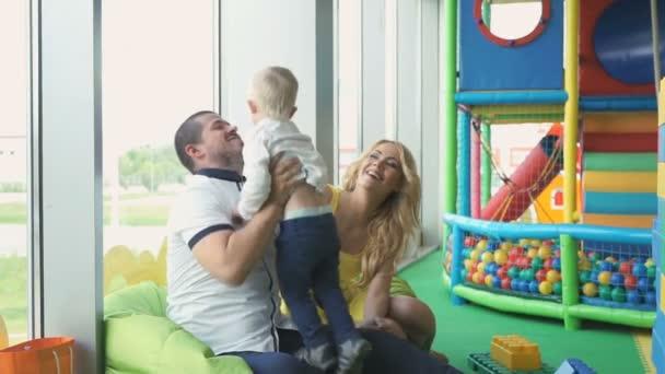 Egy szórakoztató gyermekek komplex család