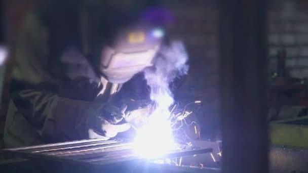 Svářečka svářecí elektrody dílů