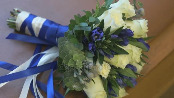 Nahaufnahme von schönen Hochzeitsstrauß aus Rosen