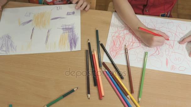 Ismeretlen kis gyerekek rajz képeket. Közeli kép:
