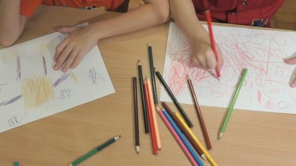 Ismeretlen kisfiú rajz képeket. Közeli kép: