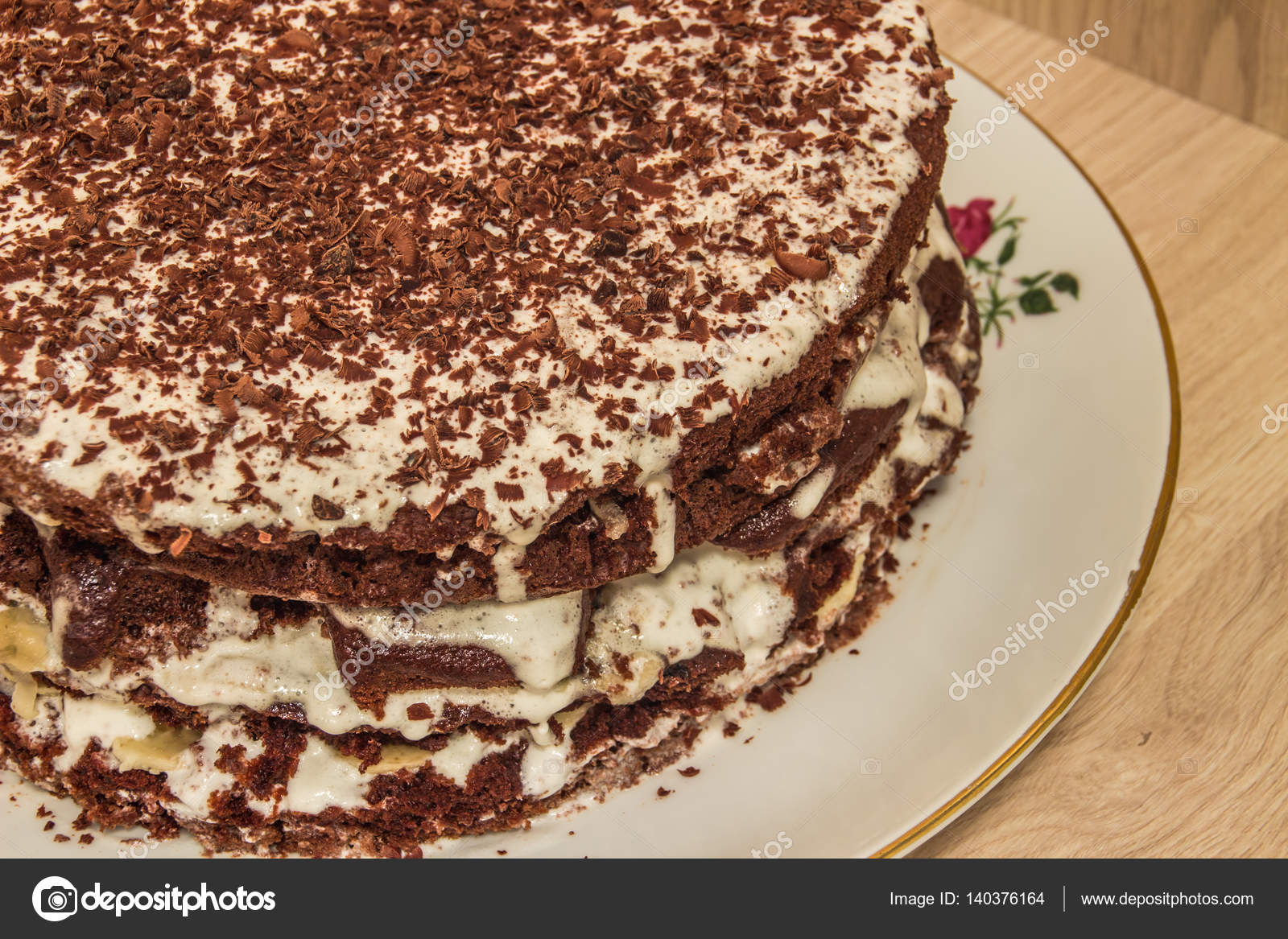 Schokolade Kuchen Ist In Saurer Sahne Getrankt Und Mit Schokoraspeln