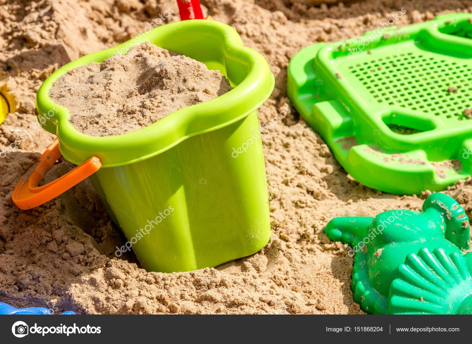emmer zeef en schimmels in het zand in de zandbak speeltuin stockfoto. Black Bedroom Furniture Sets. Home Design Ideas