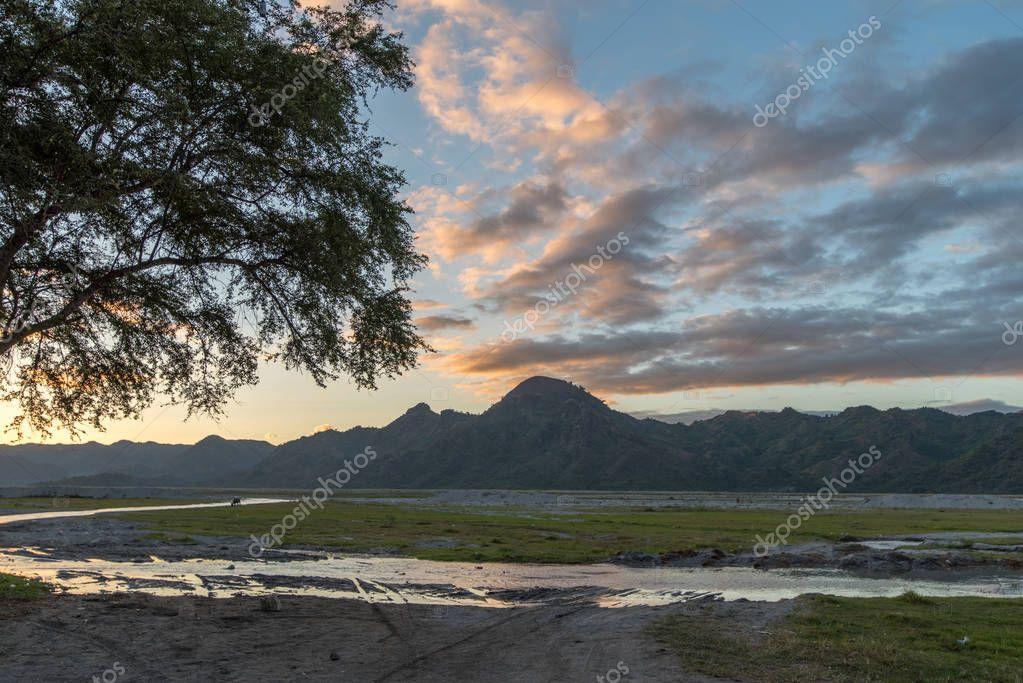 Beautiful sunset at Mountain Pinatubo , Capas
