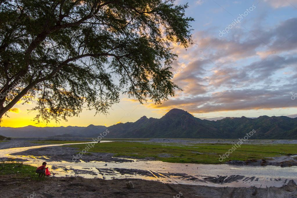 Beautiful sunset at Mountain Pinatubo , Capas