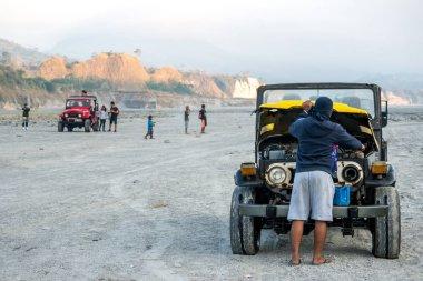 Feb 18, 2018 Tourists taking photos while touring the Pinatubo