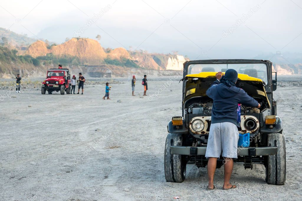 Feb 18, 2018 Tourists taking photos while touring the Pinatubo