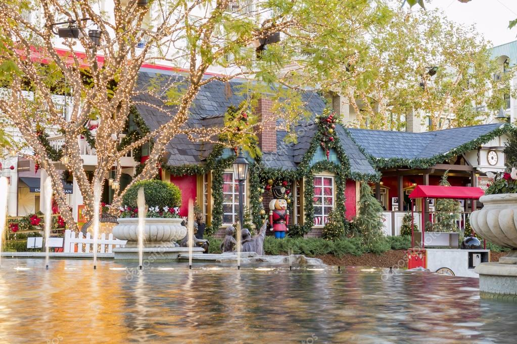 Christmas at shopping mall, Glendale Galleria