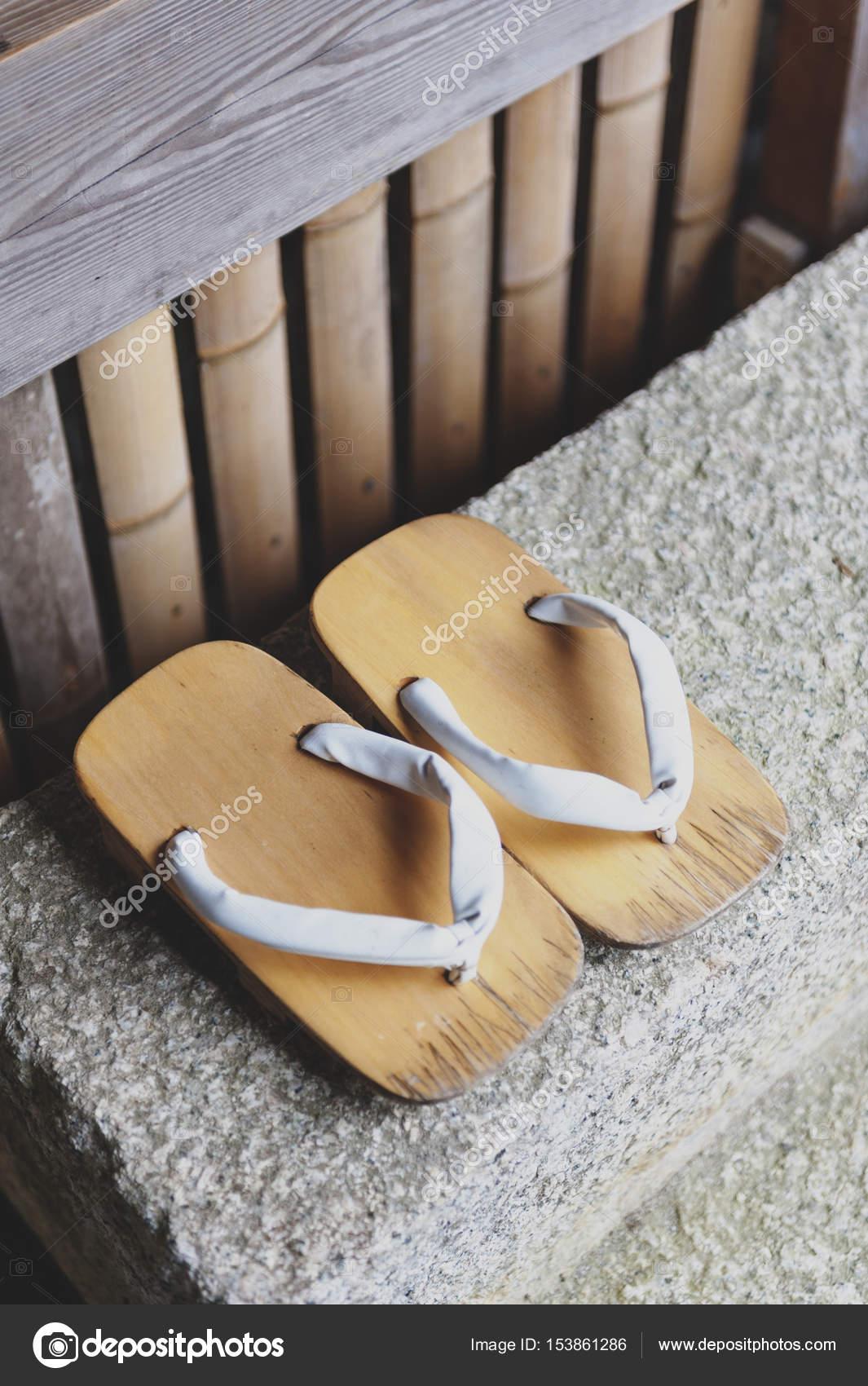 più recente adatto a uomini/donne liquidazione a caldo Geta o calzature tradizionali giapponesi, una sorta di ...