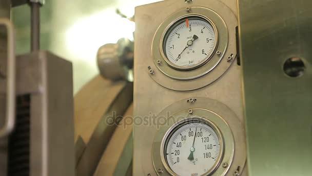 Pressione di lettura misuratori di pressione idraulica nellimpresa
