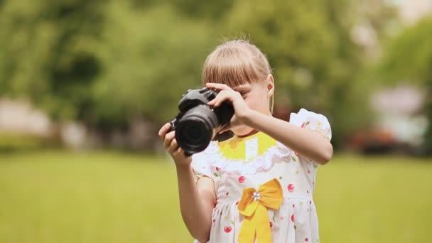 Így fénykép segítségével a kamera kültéri nyári tini lány.