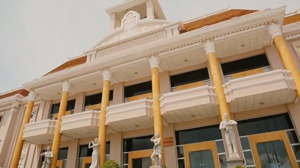 Palác kultury a volného času ve městě Nha Trang. Vietnam