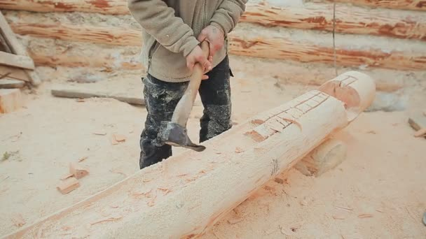 Carpenter carve a semicircle in the log  Canadian angle masonry  Canadian  style  Wooden house made of logs