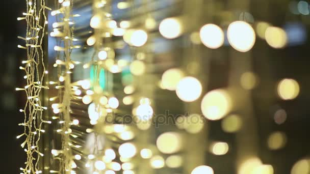 Moskva. Noc. Světla zářící girlandy na ulicích města. Vánoční ozdoby vitríny obchody a ulice. Nový rok téma