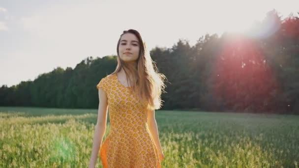 Сексуальная русская девочка в лесу