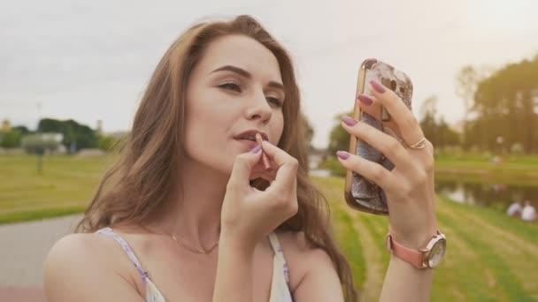 video-erotika-mobilnik-udovletvorenie-vlagalish-shikarnih-devushek-samotikami