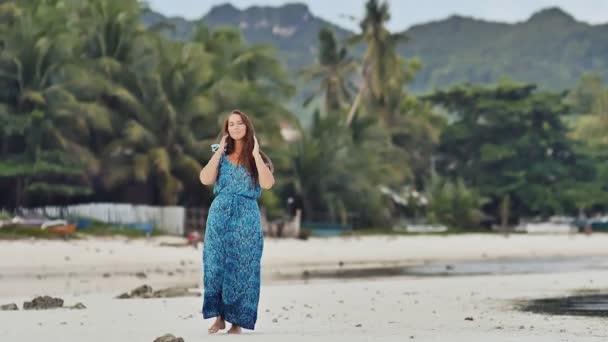 Русская женщина позирует перед камерой видео, большие попки в джинсах порно видео онлайн