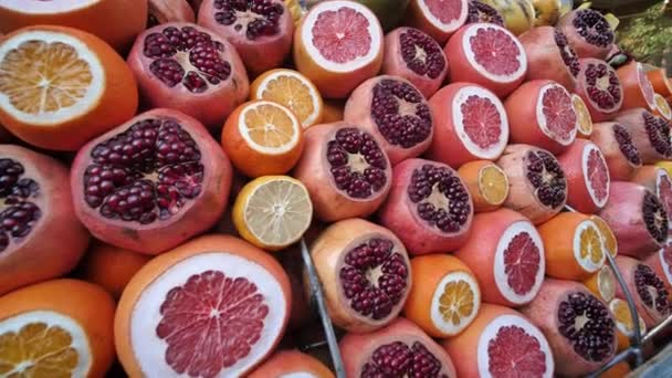 Sliced citrus fruits at the Turkish Bazaar.