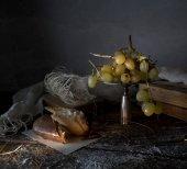 Csendélet, vintage. ezüst tál szőlő, sütemény, Kárpit