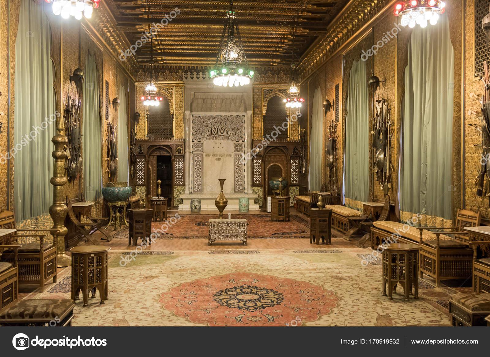 Het interieur van het kasteel Peles in Sinaia, Roemenië ...