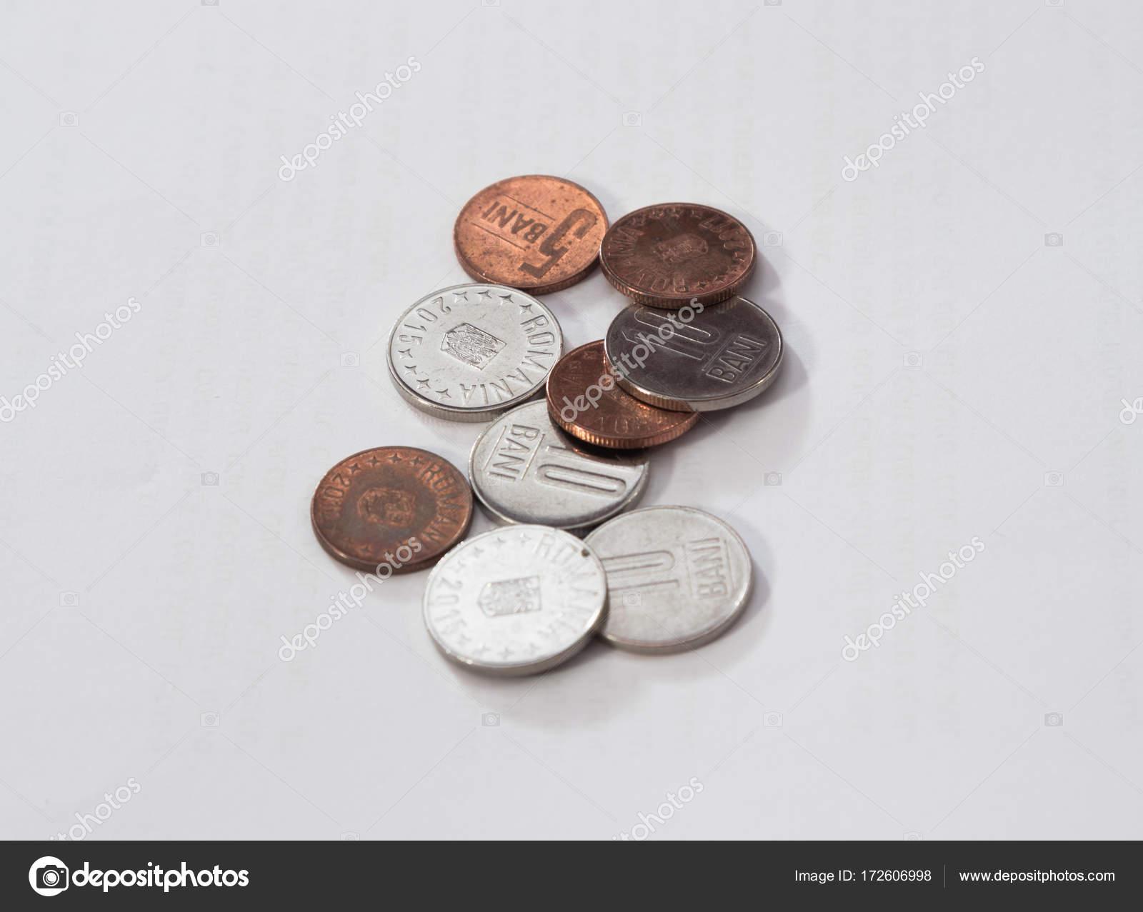 Mehrere Münzen Im Wert Von 10 Und 5 Rumänische Bani Isoliert Auf