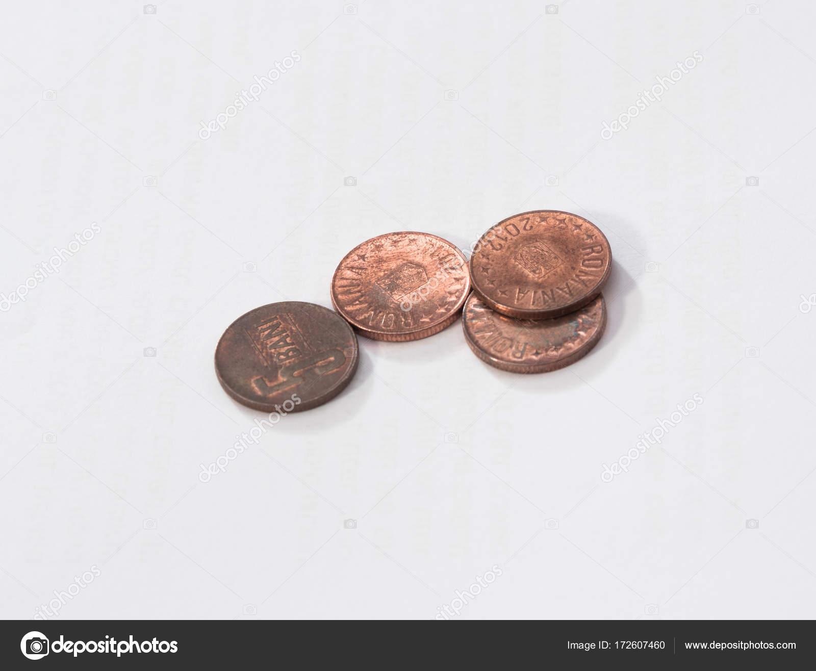 Vier Münzen Im Wert Von 5 Rumänische Bani Isoliert Auf Weißem