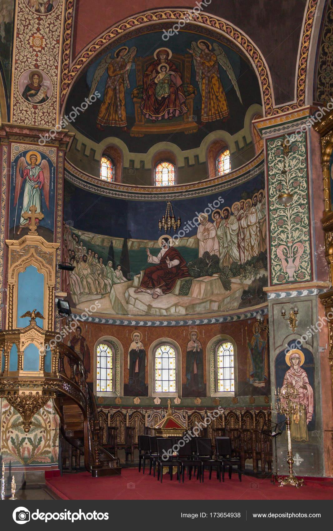 Pintura en las paredes de la Catedral de la Santísima Trinidad. Ciudad de Sibiu en Rumania — Fotos de Stock