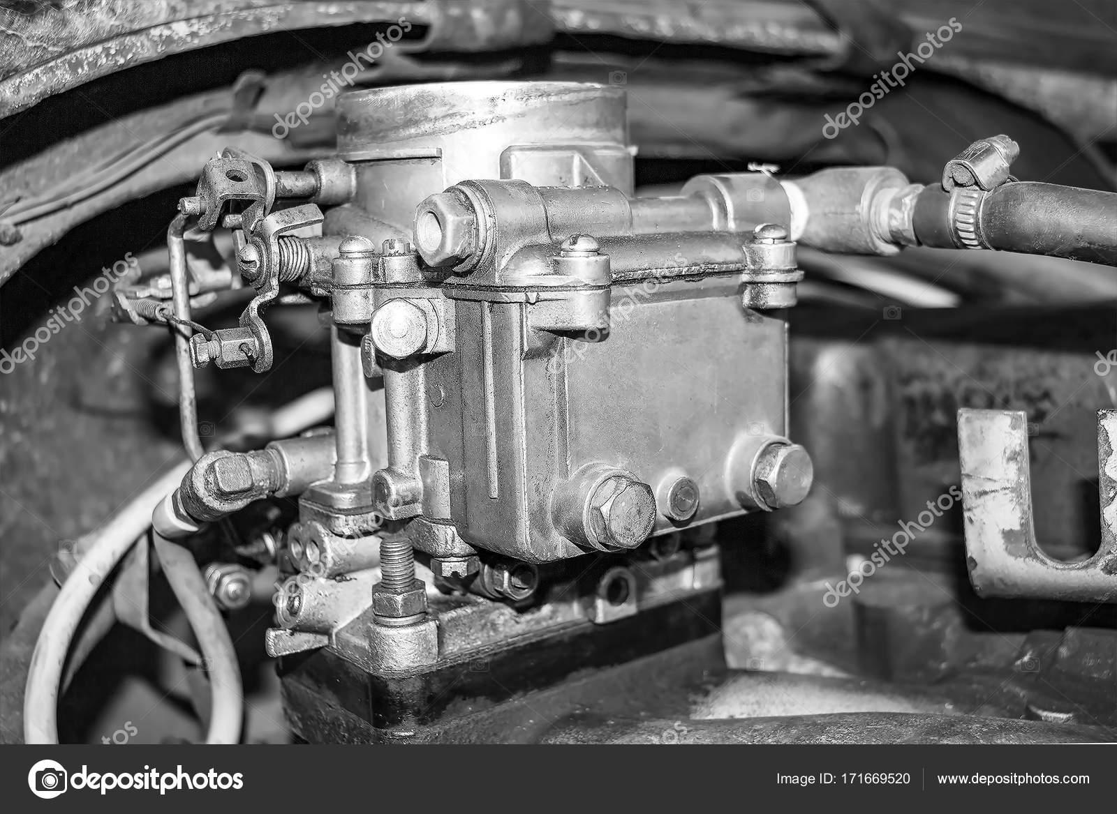Alten Vergaser auf einen Automotor — Stockfoto © pro2audio.gmail.com ...