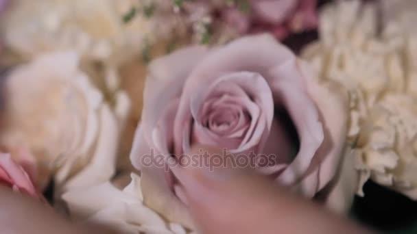 Zár megjelöl kilátás, virágüzlet, virág kompozíció a munkahelyen, Rózsa Valentin-nap és a nap női előkészítése