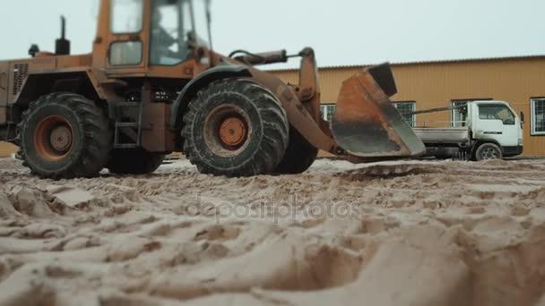 nakladač Rypadlo stroj načítání sklápěč v pískovně, nová tovární budovy