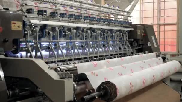 Netkané šicí stroj hromadné výrobě produktů polštář v továrně