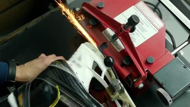 Služby pro skate ohněm adept opravovat brusle profesionální broušení hokej jiskry blízko