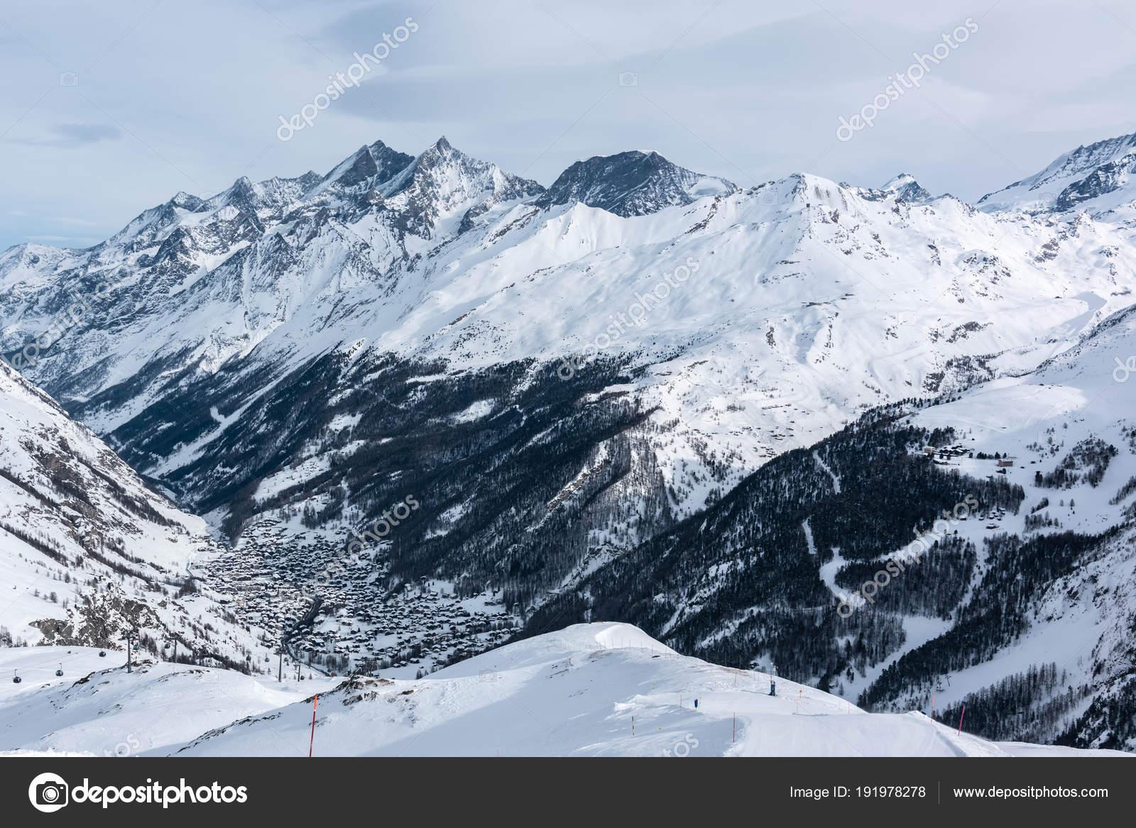 mountain tops. alpine mountains. ski resort view — stock photo