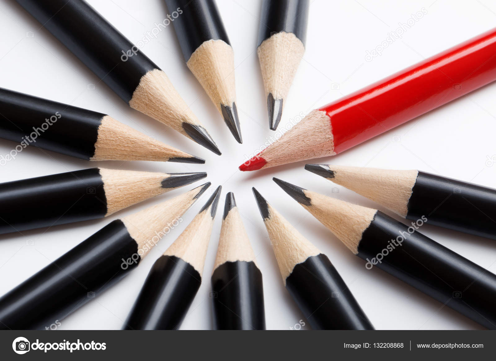 Resumen equipo de lápices negro y rojo líder — Foto de stock ...