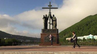 památník na apoštola Petra a Pavla na kamenné pobřeží