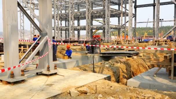 zaměstnanci provádět výkopové práce na kazetu varování varování v zóně nebezpečných stavebních
