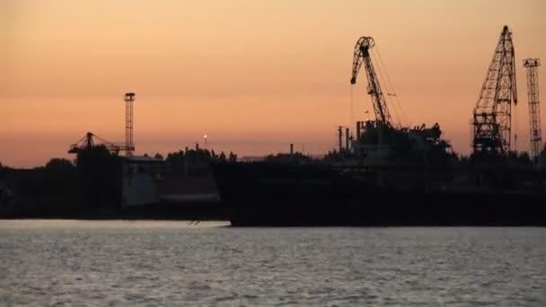 a vádlottak padján, a szórakoztató, a tengeri kikötő a szállítási hajók