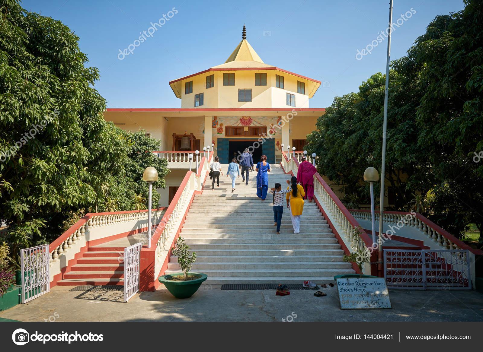 ルンビニ インド仏教寺院 - スト...