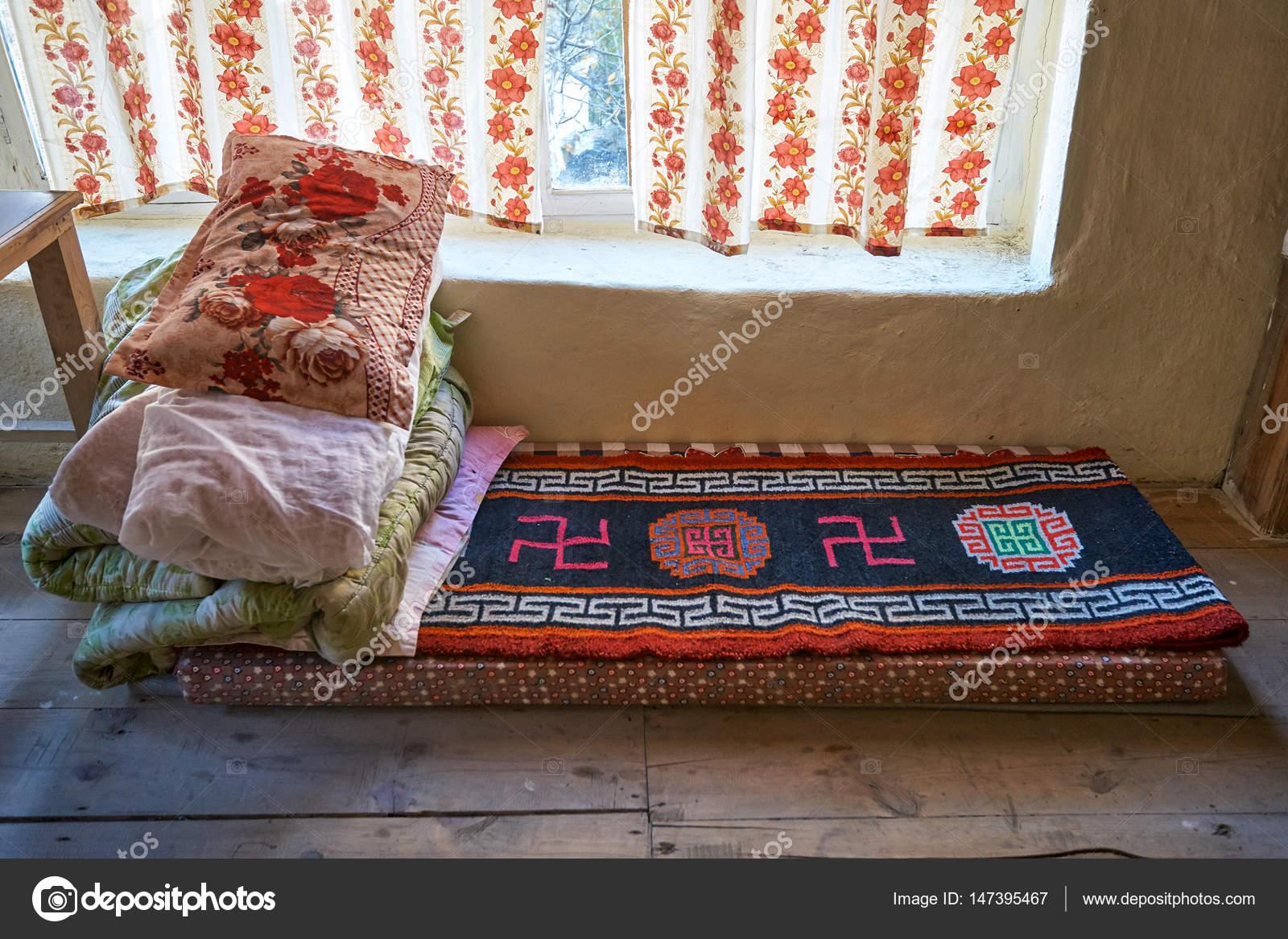 Traditionelle Tibetische Bett Mit Hakenkreuz Stockfoto Vlade Mir