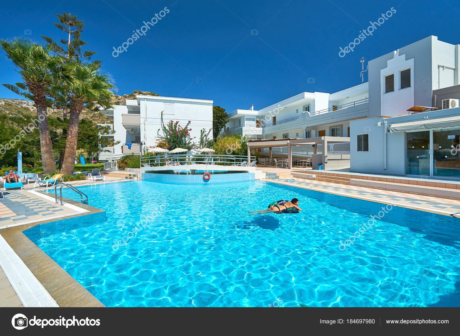Rhodos Griechenland August 2017 Schonen Blauen Pool Einem Kleinen