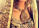 Fotografie Hindu-Frau Modell mit Kundan Schmuck