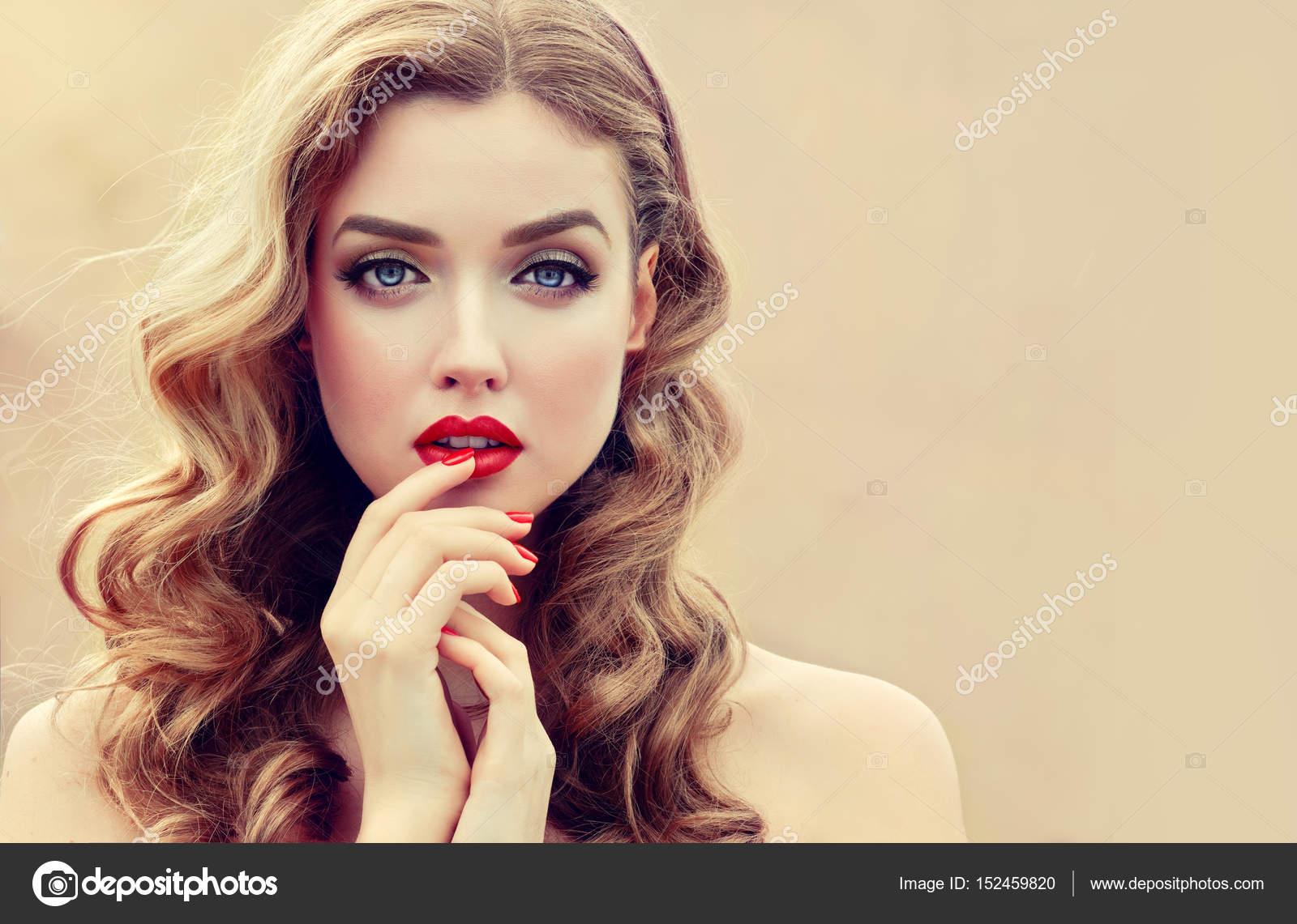 Picture girl a beautiful Kourtney Kardashian