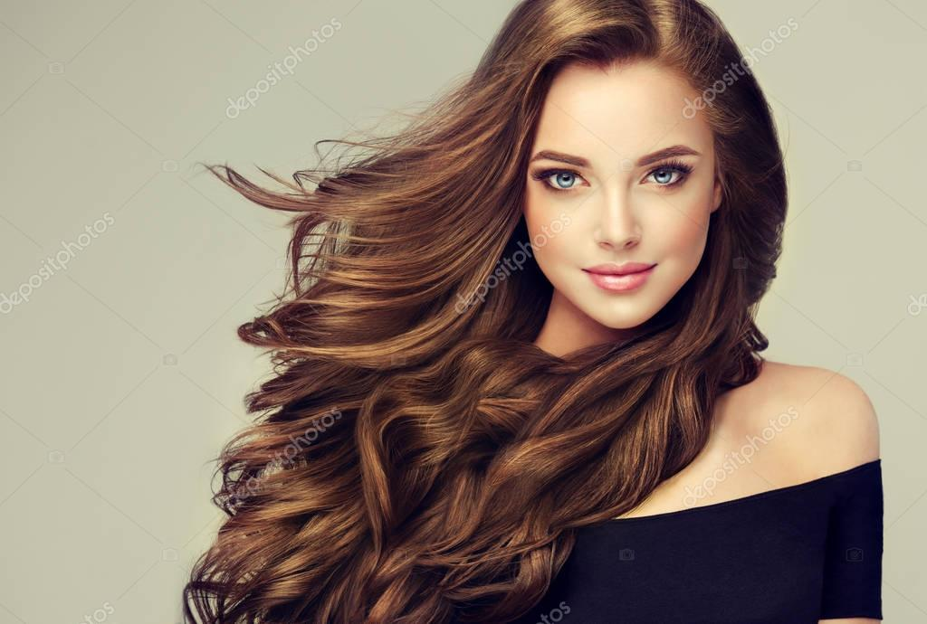 girl with long  and   shiny wavy hair