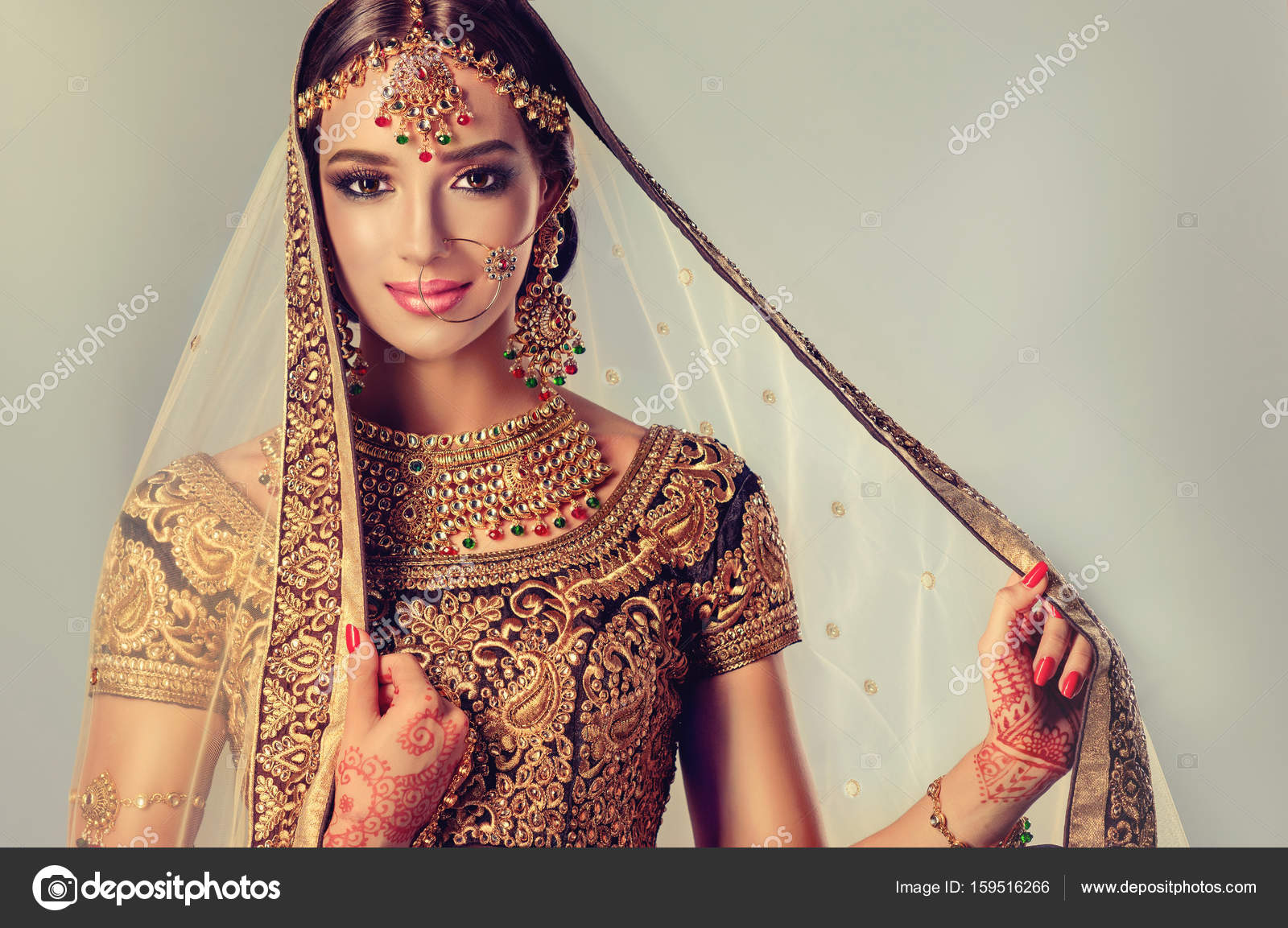 Красивые индийские девушки, отсосала прямо на паре в институте