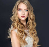 Photo Blonde fashion  girl with curly hair