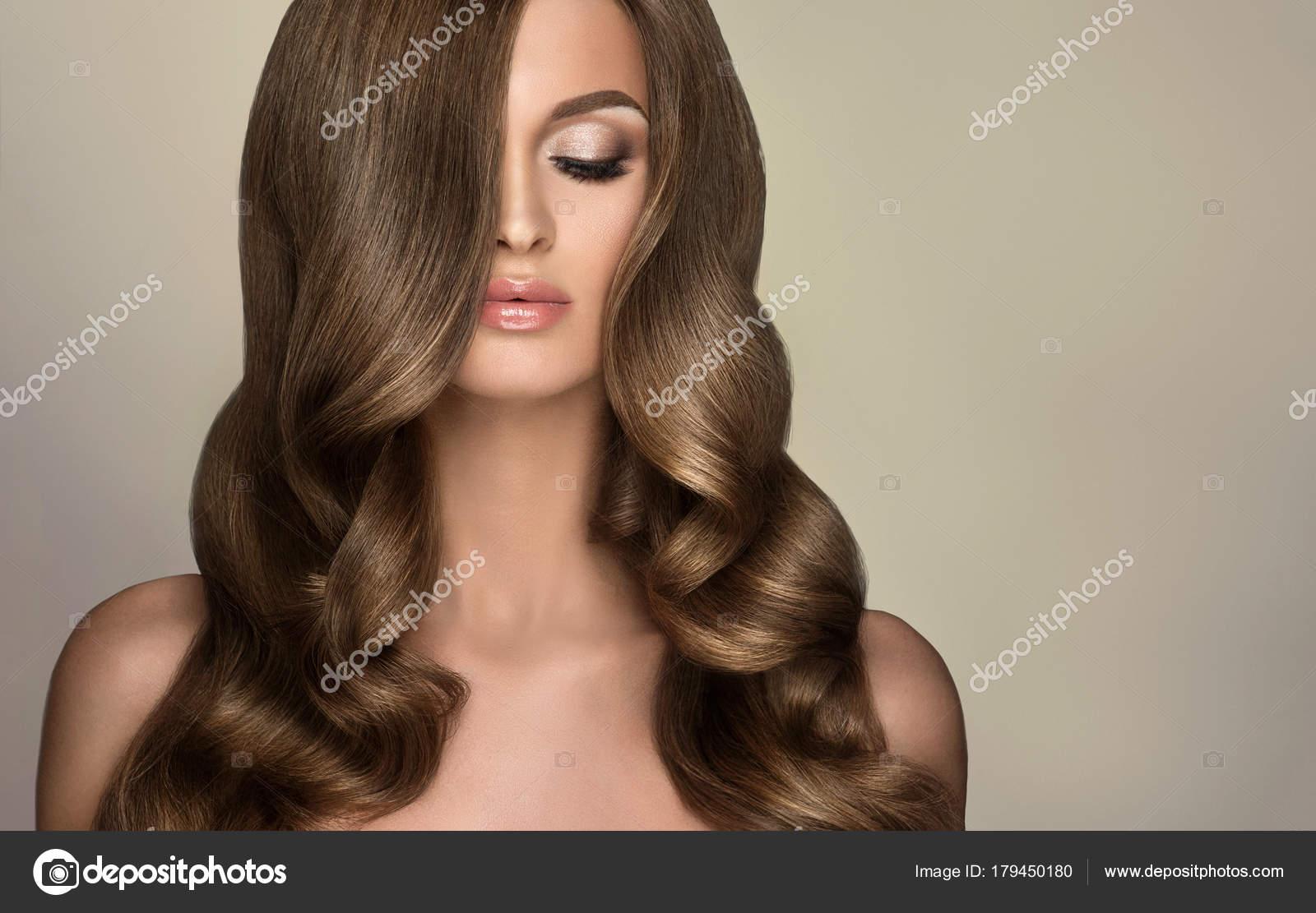Chica Morena Con Pelo Rizado Largo Brillante Mujer Hermosa Modelo