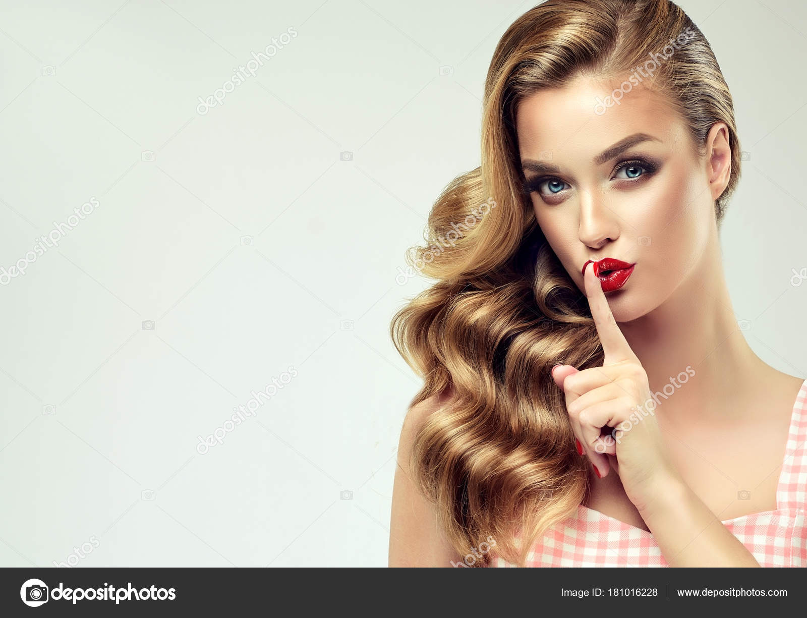 Beautiful Model Girl Long Curly Hair Red Lips Nails Manicure — Stock ...
