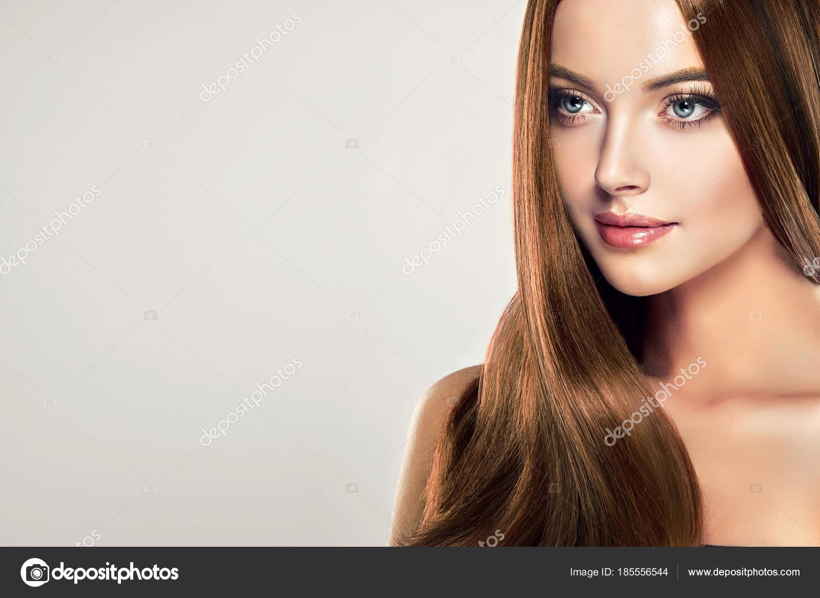 Beautiful Model Girl Shiny Brown Straight Long Hair Keratin Straightening — Stock Photo
